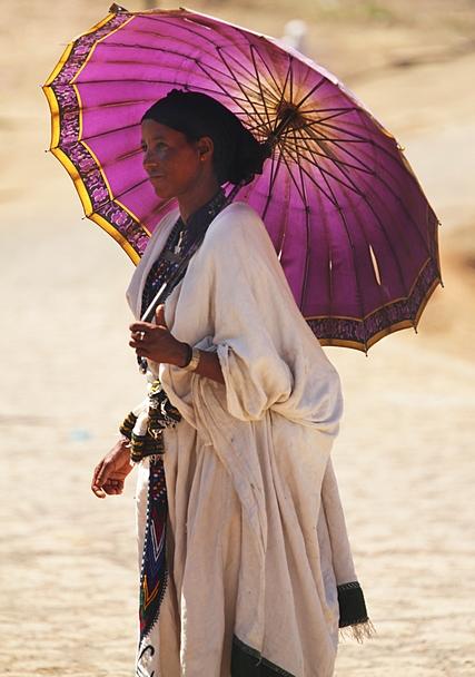 kobieta pod parasolem, Etiopia