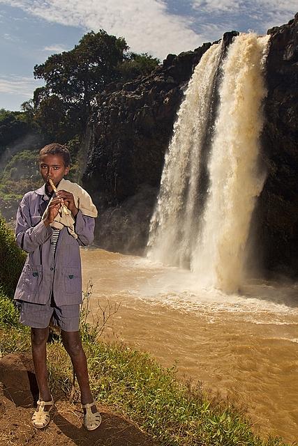 Etiopia, wodospad, chłopiec