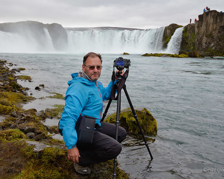 Piotr Dębek i Godafoss, Islandia
