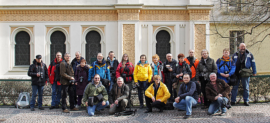 Zdjęcie grupowe uczestników warsztatów fotograficznych