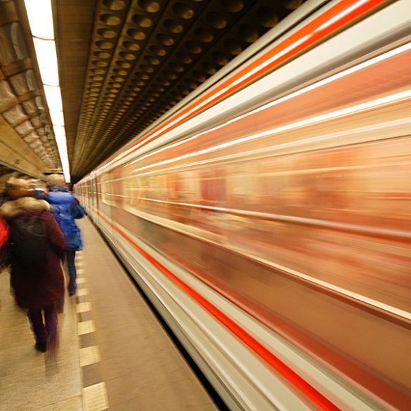 Metro, Praga, pęd, ruch, smugi