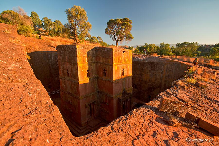 Lalibela, kościół widziany z poziomu ziemi, Etiopia