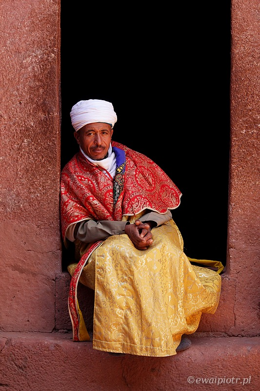 mnich, kapłan, Lalibela, kościół, warsztaty fotograficzne, Etiopia