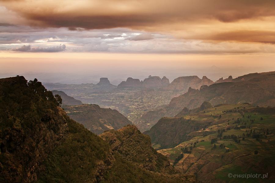 Słońce zaszło nad górami Semien, Etiopia, fotowyprawa