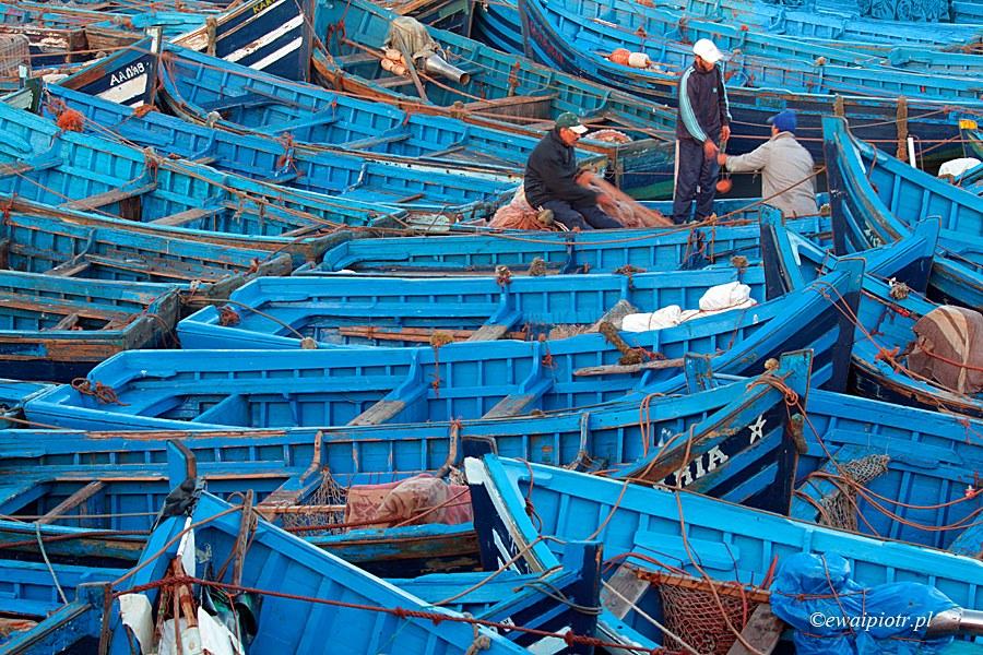 Błękit Essaouiry, Maroko, łodzie w porcie, niebieskie