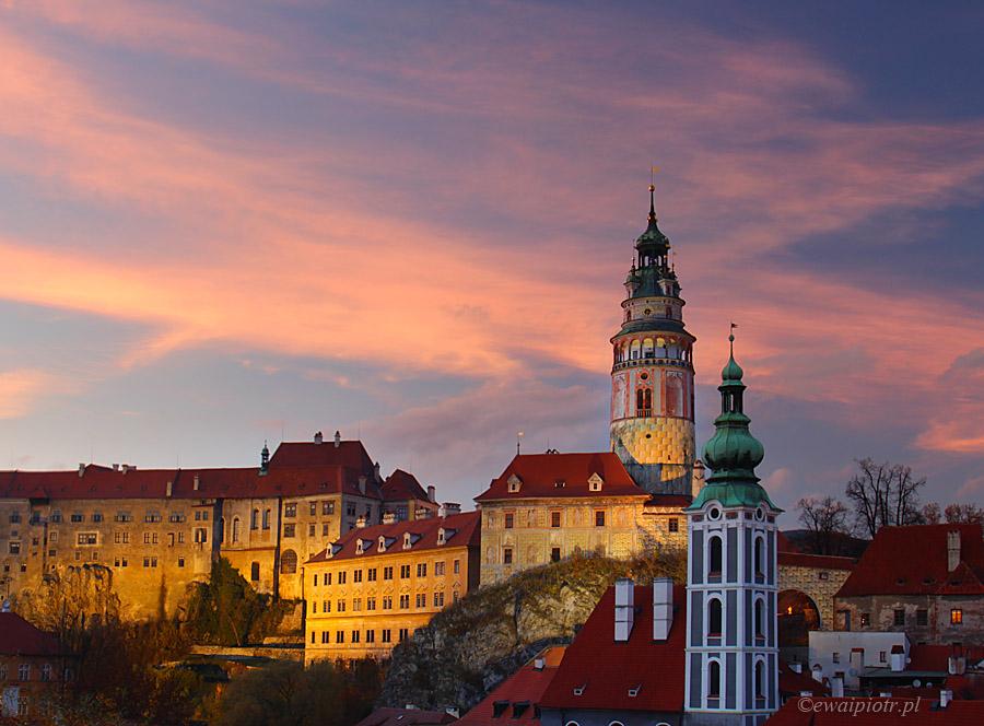 Český Krumlov, Czechy, wieczorny widok, zachód słońca nad zamkiem