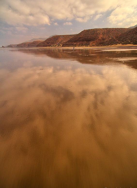 Plaża Legziry, Maroko, odbicie chmur w wodzie
