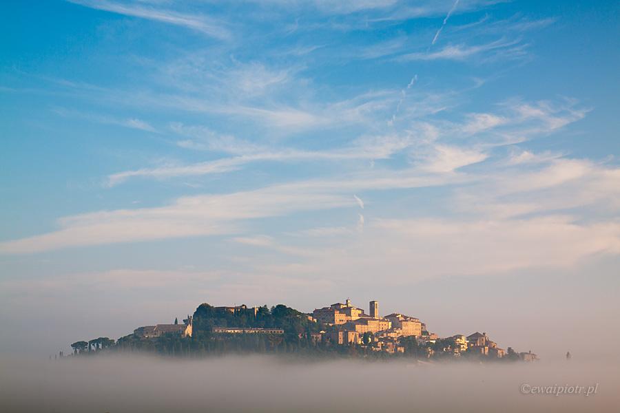 Montepulciano we mgle, Toskania