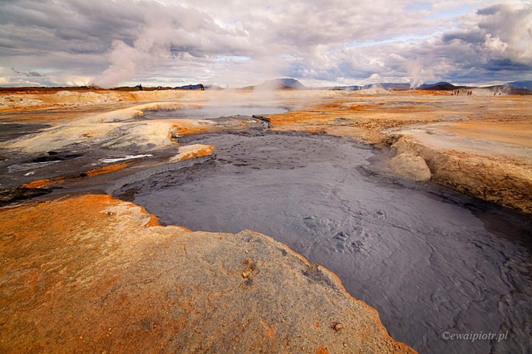 Dymiąca Islandia