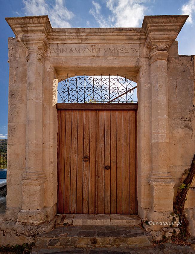 Argiropoulis, Dymy i cienie, Kreta