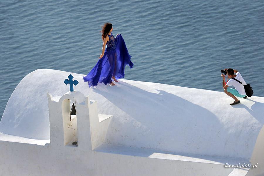 Santorini, sesja mody na dachu