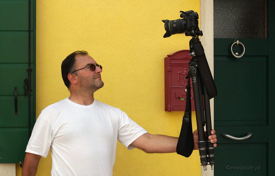 Selfie lustrzanką na statywie