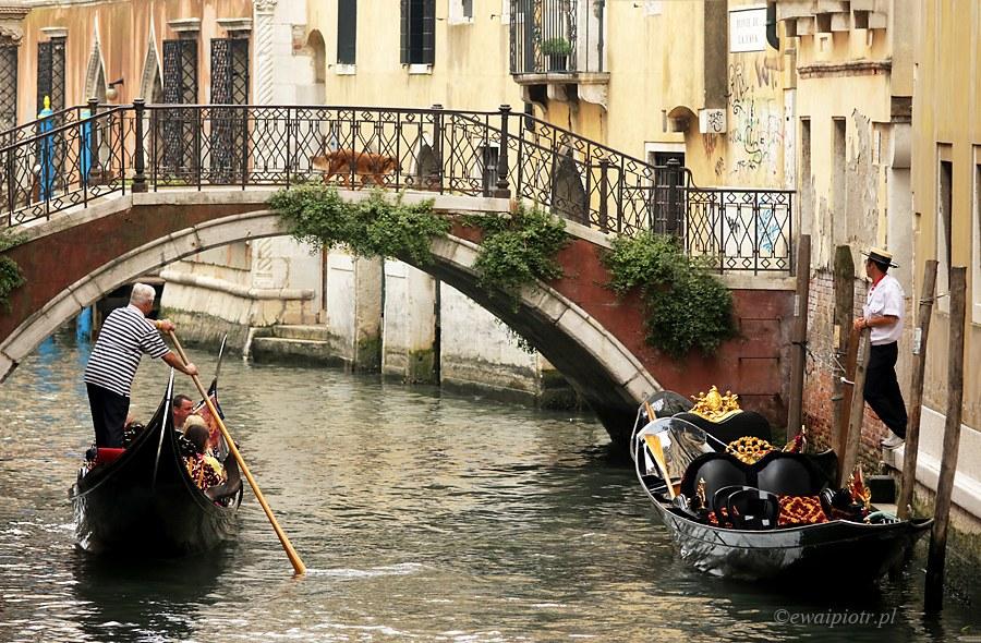 Gondole na kanale, Wenecja