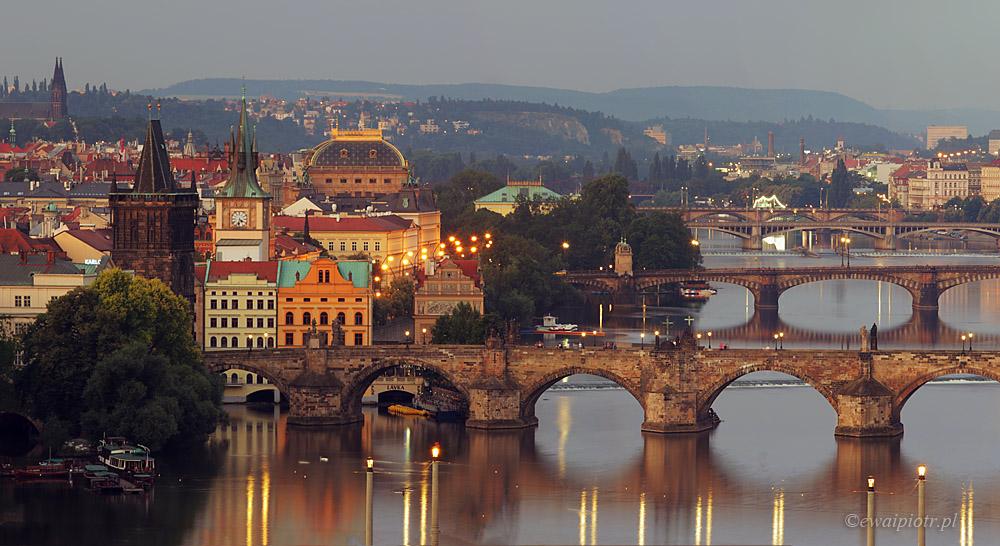 Praga o świcie