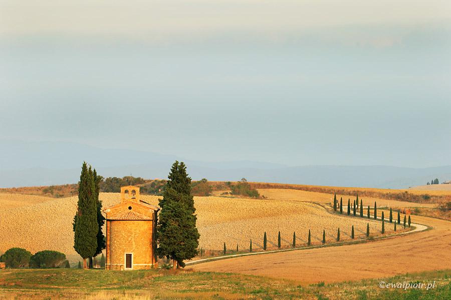 Kapliczka z cyprysami, Toskania