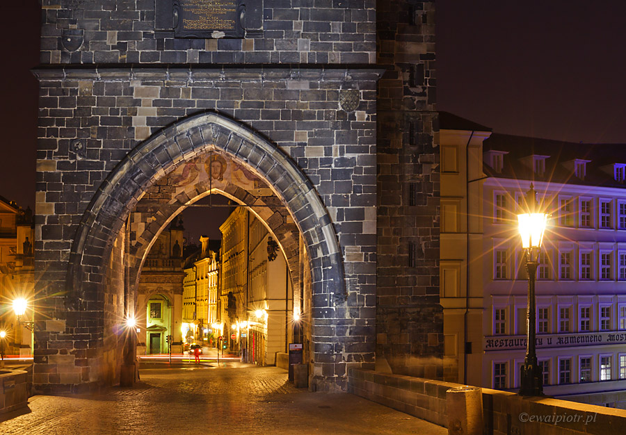 Most Karola nocą, Praga