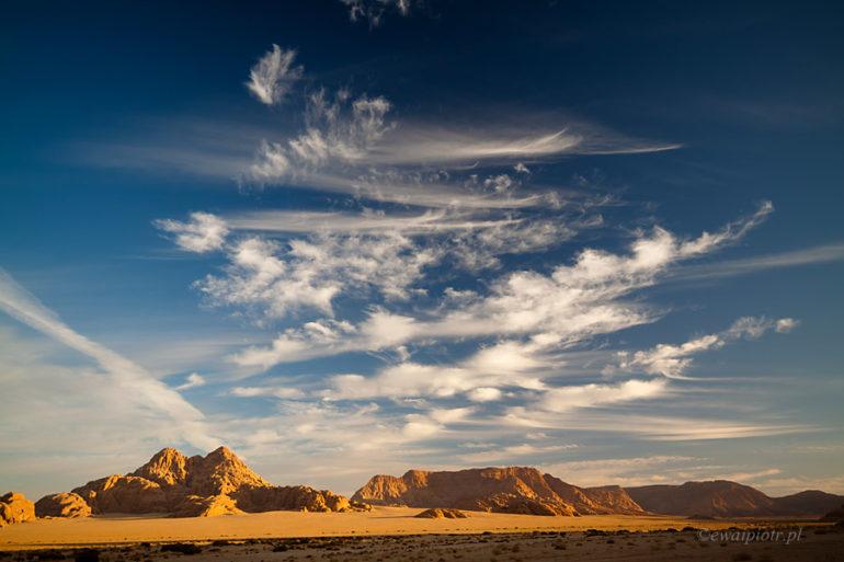 Chmury nad Wadi Rum, Jordania