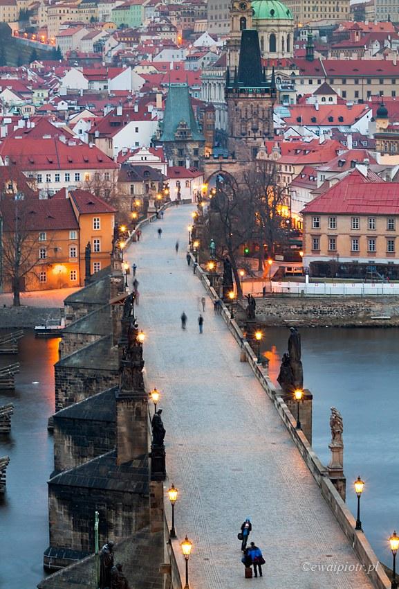 Świt nad Mostem Karola