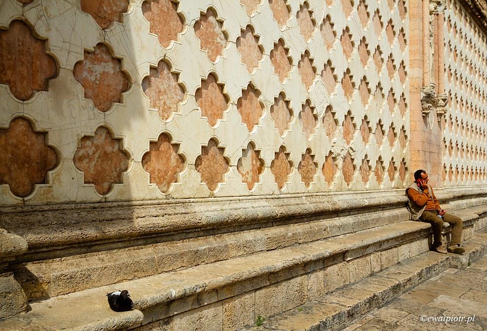 Przed katedrą w Perugii
