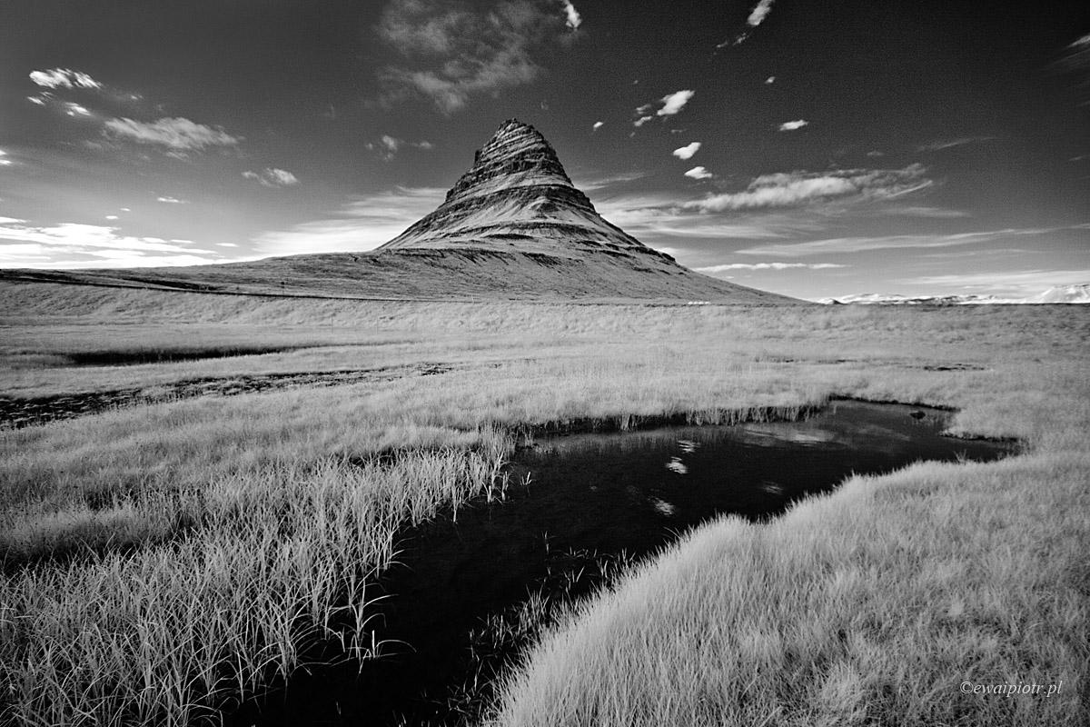 Kirkjufell w podczerwieni, Islandia