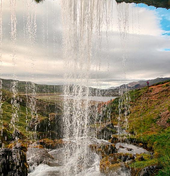 Spod wodospadu, Islandia