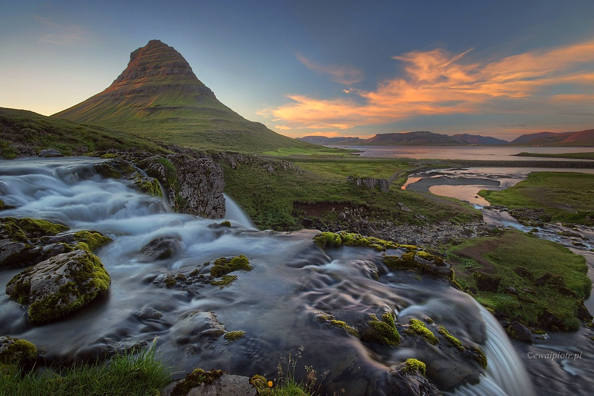 Kirkjufell przed zachodem słońca, Islandia