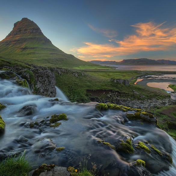 Kirkjufell o zachodzie, Islandia