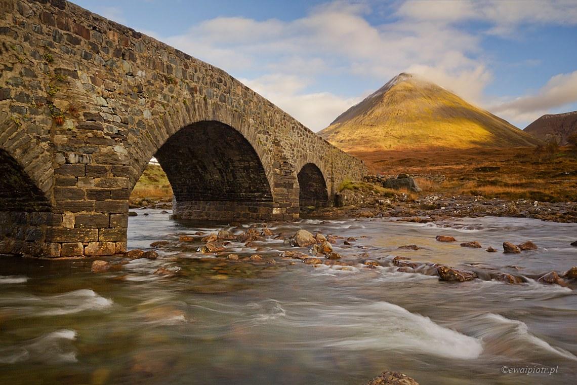 Przy moście w Sligachan, Szkocja