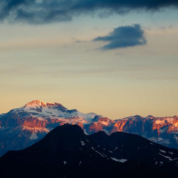 Świt na przełęczy, Dolomity