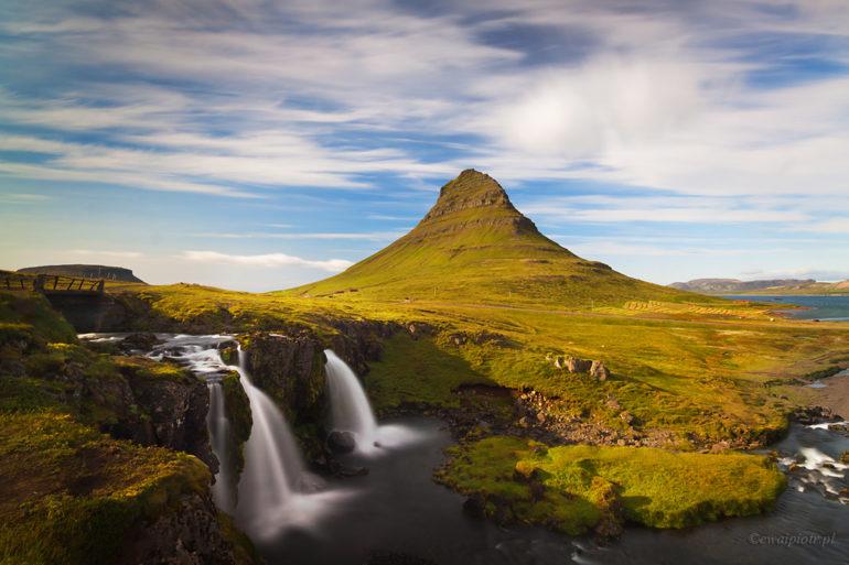 wodospady przy górze Kirkjufell, Islandia