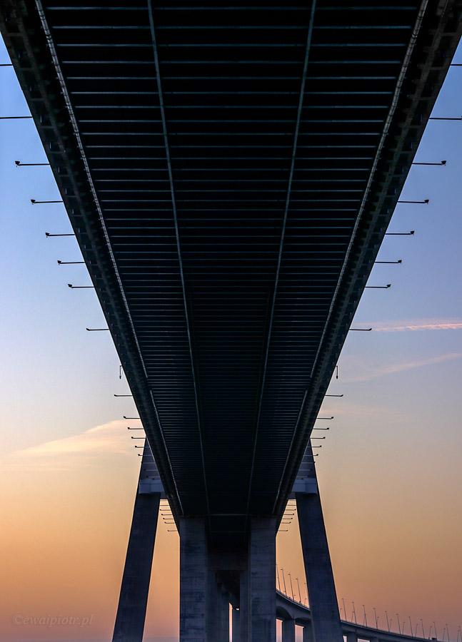 Pod Mostem Vasco da Gama, Portugalia