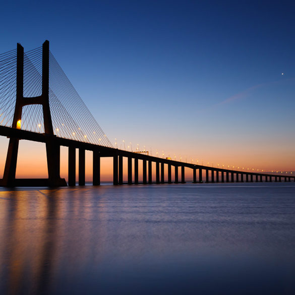 Most Vasco da Gama przed świtem, Portugalia