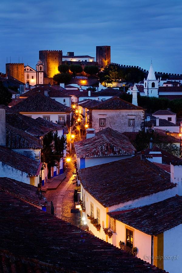 Obidos o zmroku, Portugalia