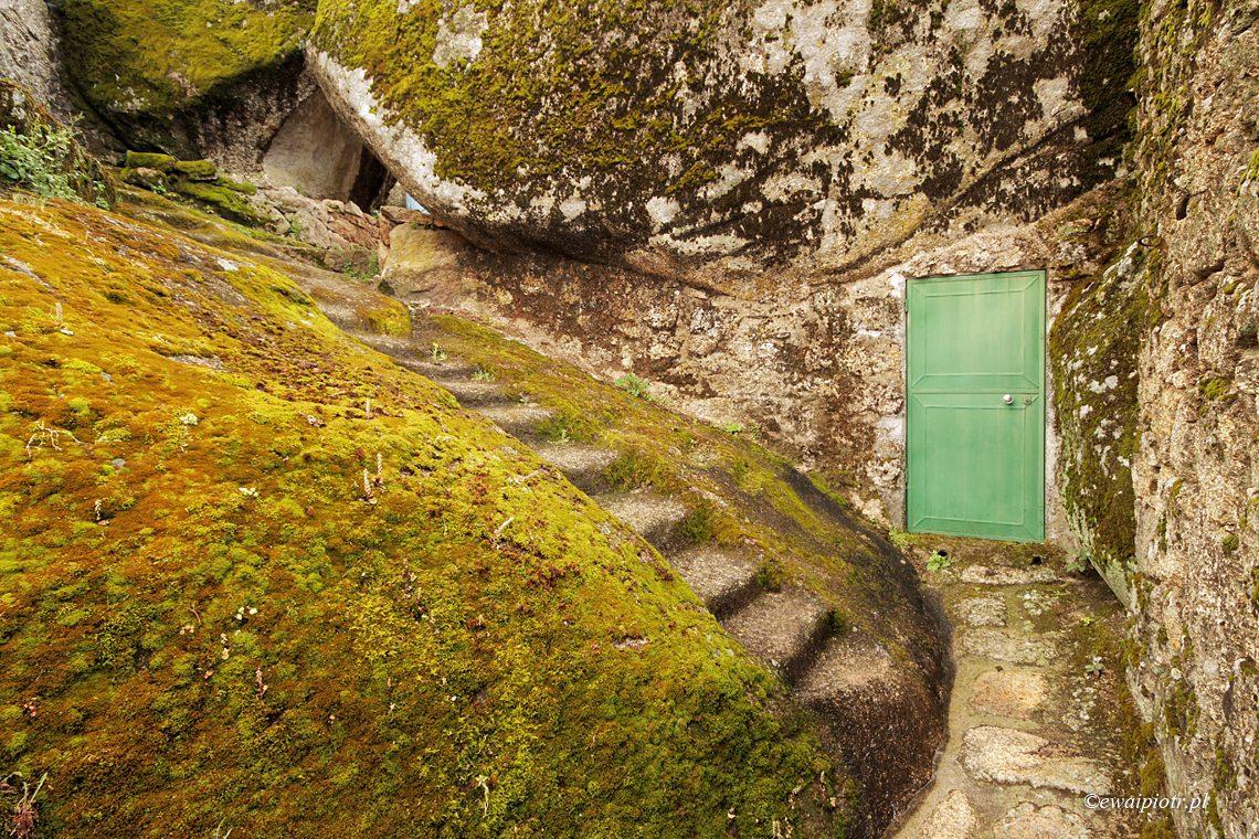 Dom z Monsanto, Portugalia