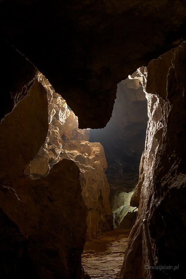 Jaskinie Kadzielni, świętokrzyskie