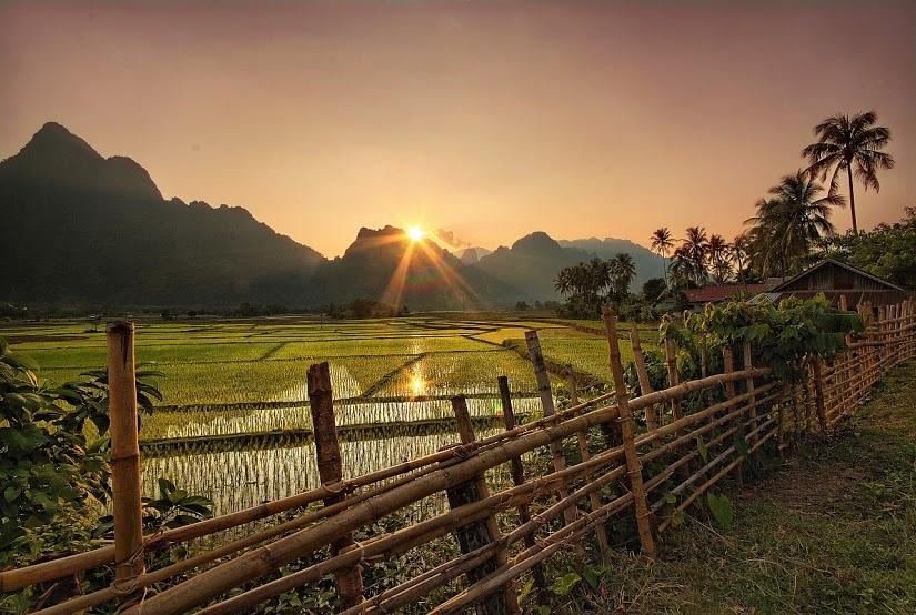 Vang Vieng_zachód słońca nad górami