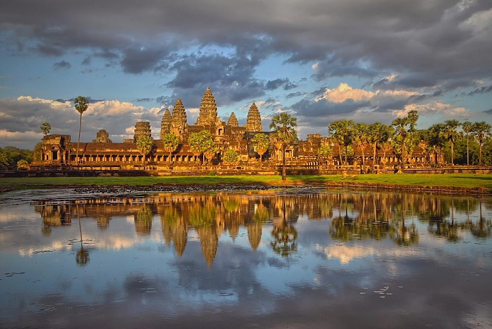Zachód słońca w Angkor Wat _fot. S.Adamczak,okfoto.pl