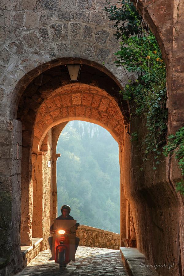 Brama do Civita di Bagnoregio, Toskania