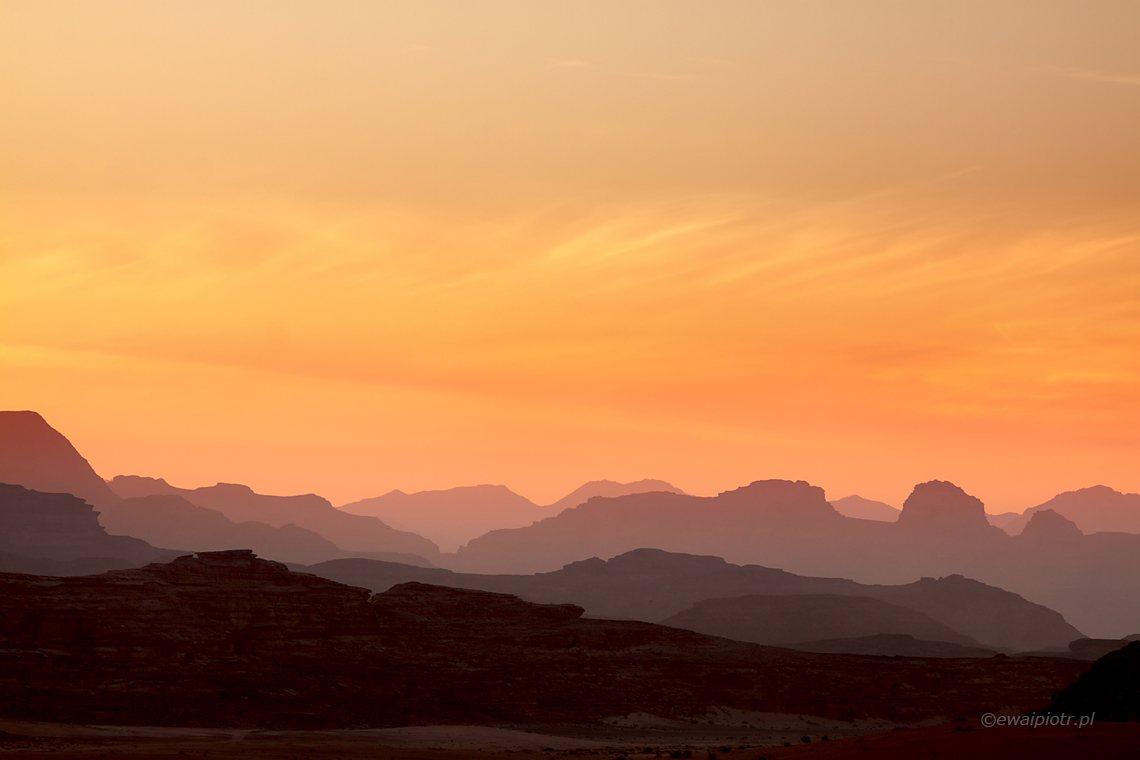 Zachód słońca nad Wadi Rum, fotowyprawa do Jordanii