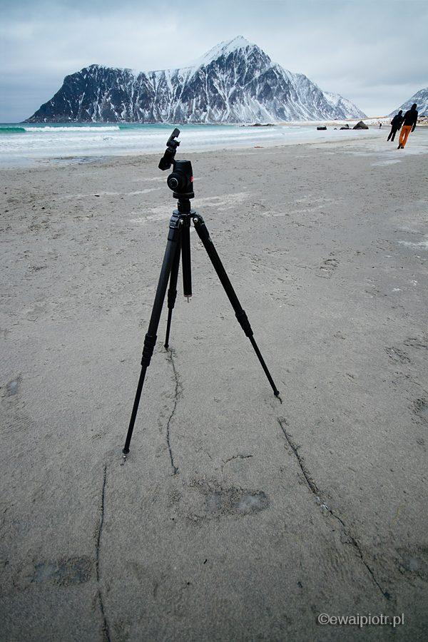 Statyw na plaży, fotowyprawa na Lofoty
