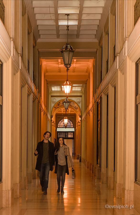 Para w pasażu, Bolonia, fotowyprawa