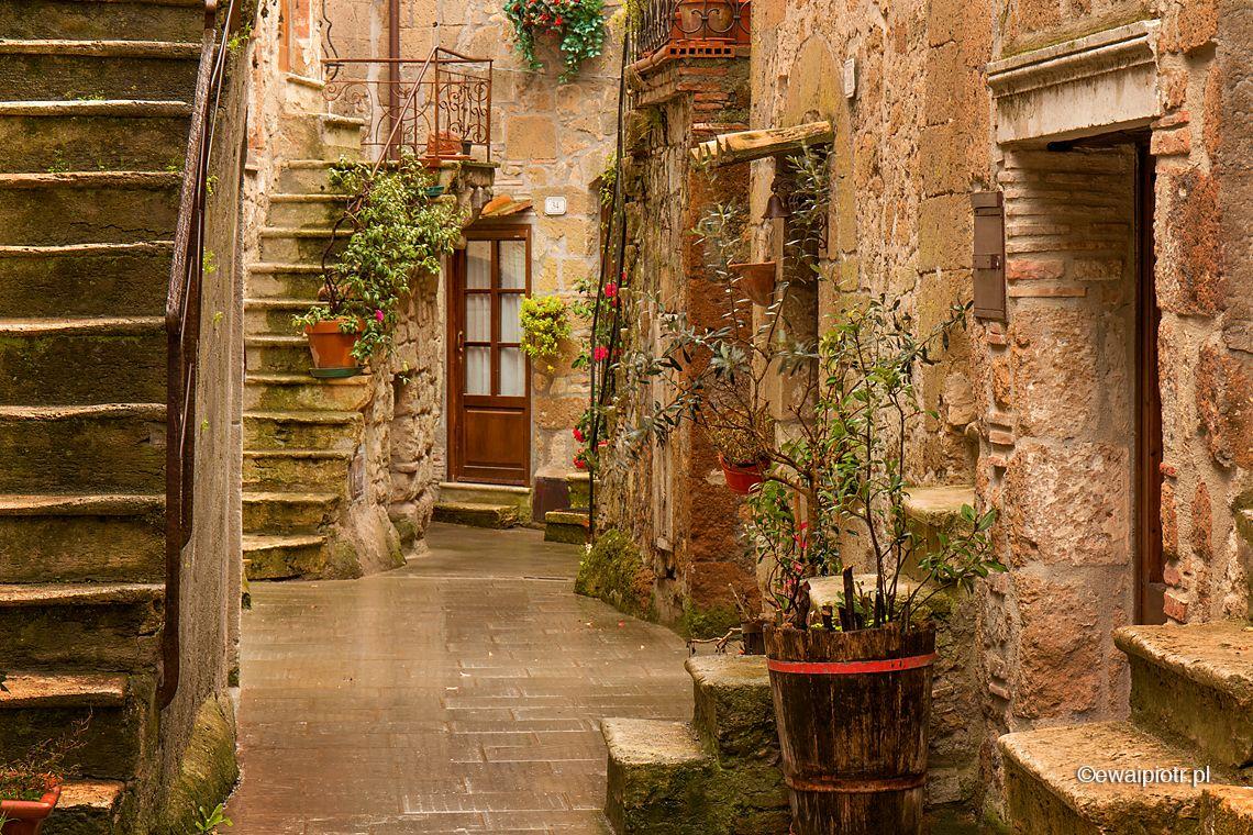 Schody w Pitigliano, deszcz w Toskanii, fotowyprawa