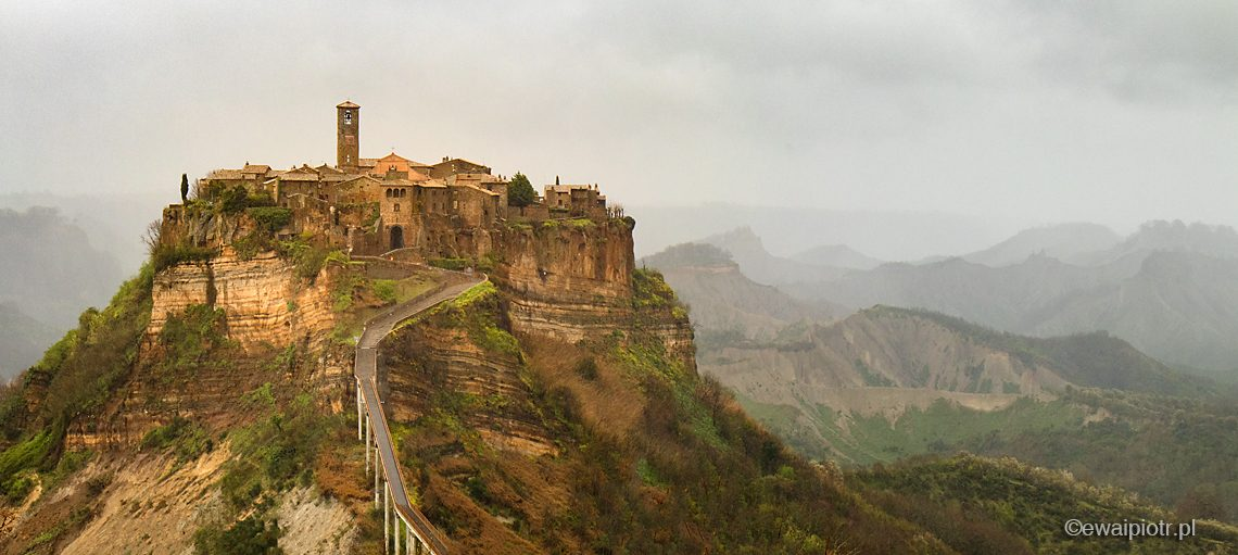Civita di Bagnoregio, deszcz, fotowyprawa Toskania