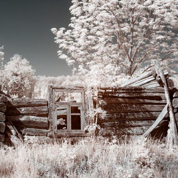 rozwalony dom, podczerwień, IR, Czarnobyl i Prypeć fotowyprawa, zdjęcia podczerwone