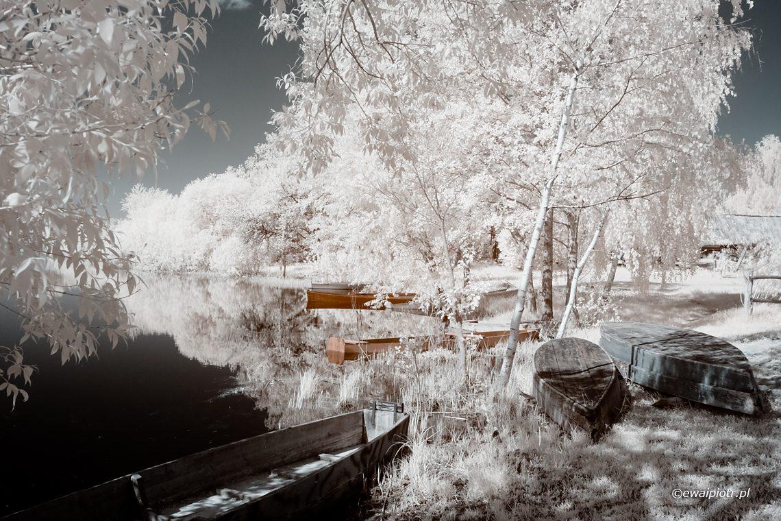 jezioro i łódki w podczerwieni, infrared, Polesie