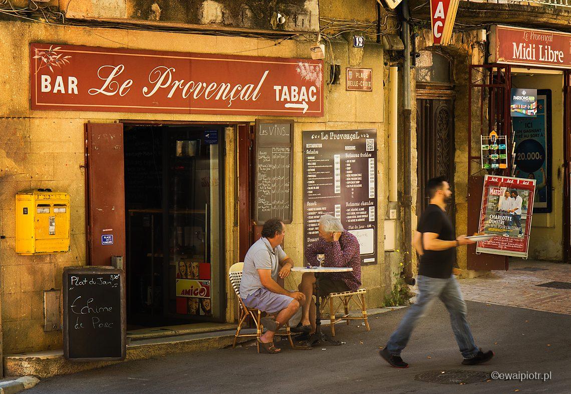 Scena uliczna, bar, Prowansja, fotowyprawa