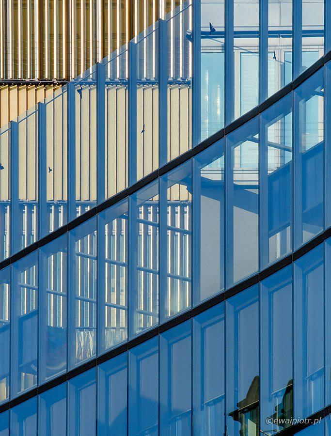 Niebieska ściana, architektura Pragi, Nikon V1