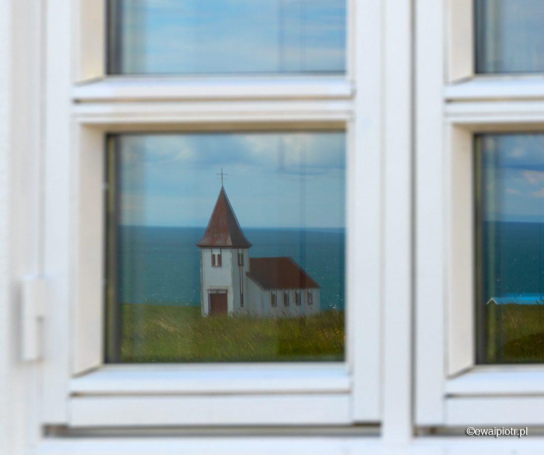 Odbicie, kościół, Islandia, Hellnar, rama okna