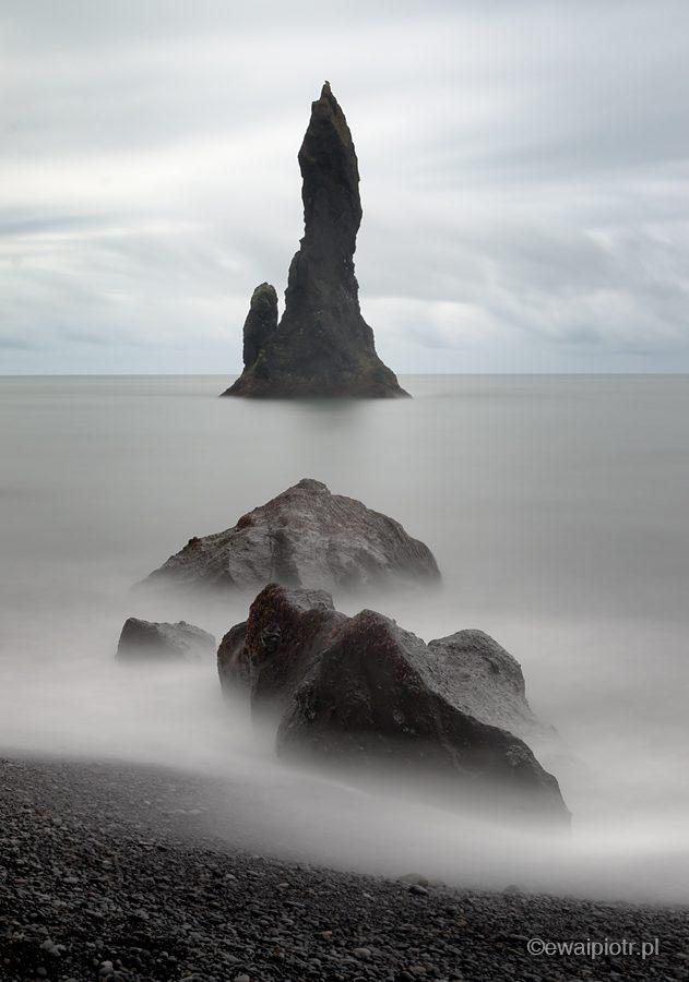 Kolumny Reynisdrangar, długa ekspozycja, Islandia, fotowyprawa