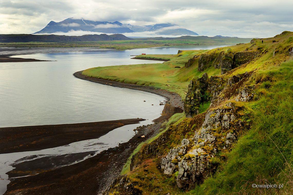 Islandia, północne wybrzeże, Hvitsekur, Pijący Łoś